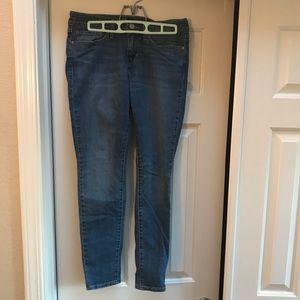 Levi Strauss 711 Skinny Jean - Size 27